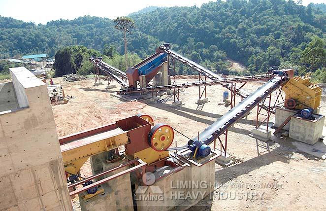 Station de concassage du minerai d'or en Malaise